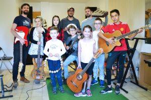 Jeunes en cours de musique
